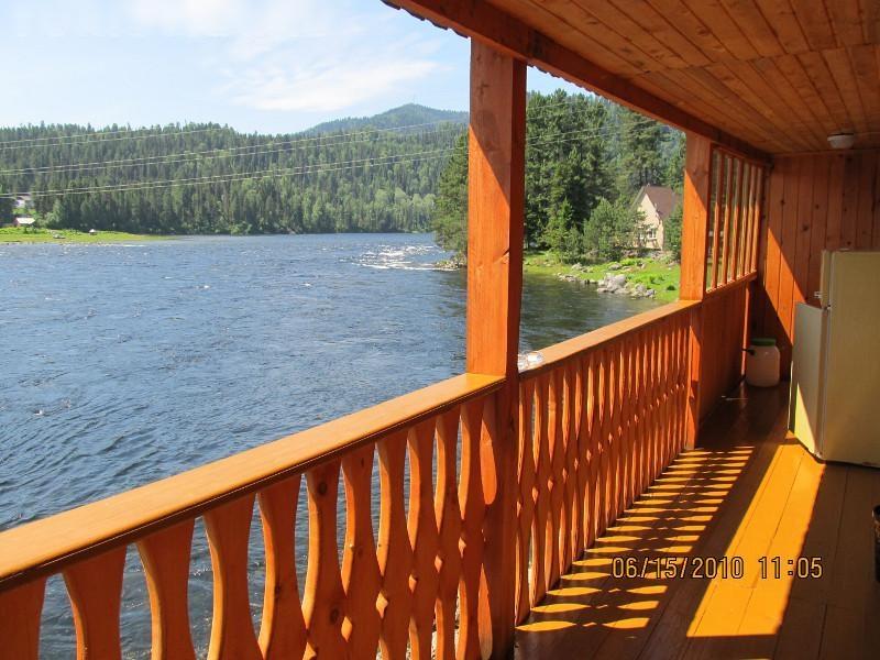 Усадьба Светлая в Горном Алтае на берегу Телецкого озера (Артыбаш)